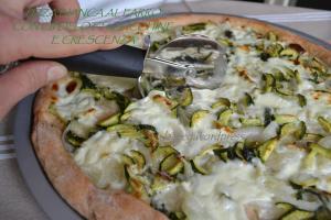pizza bianca al farro con cipollotti zucchine e crescenza (1)
