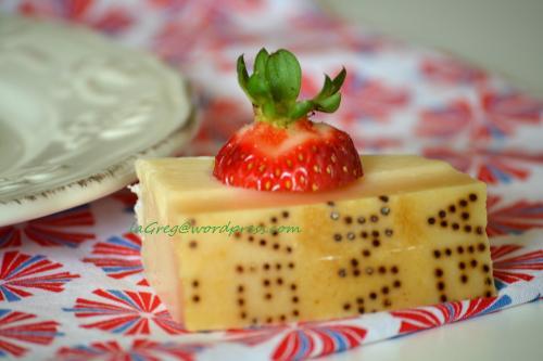 crème caramel di Parmigiano con salsa di fragole