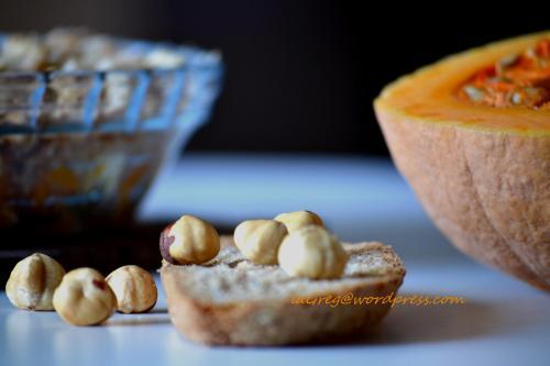 crumble salato di pane zucca e nocciole