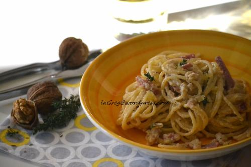 spaghetti cremosi alle noci e timo