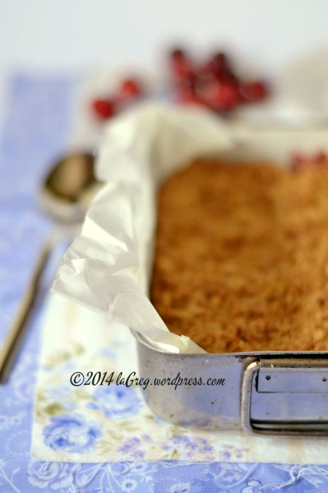 plum and oat crumble 1